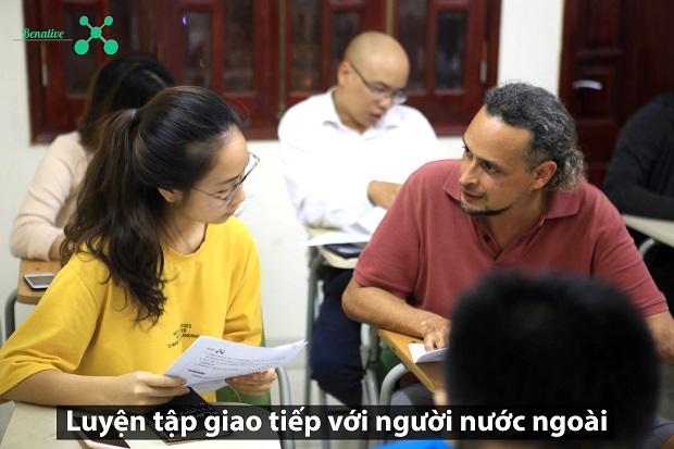 Luyện tập giao tiếp với người nước ngoài