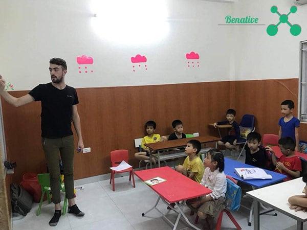 Chọn trường dạy tiếng Anh cho bé