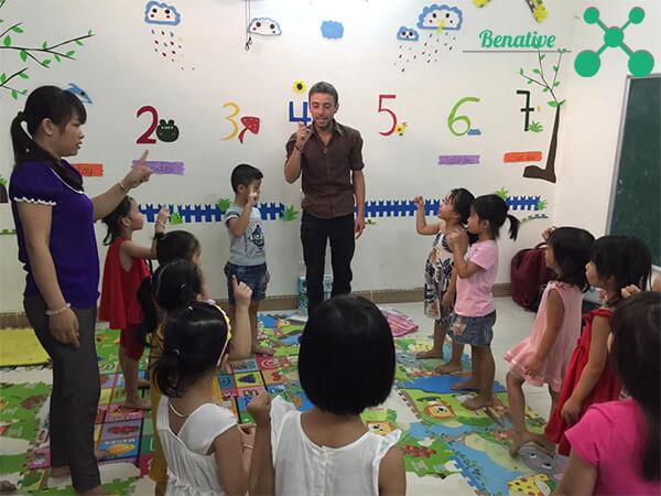 dạy ngoại ngữ cho trẻ